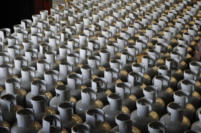 Hundreds of at-home gas tanks produced by PDVSA's 'Gas Comunal' production plant (YVKE Radio Mundial)