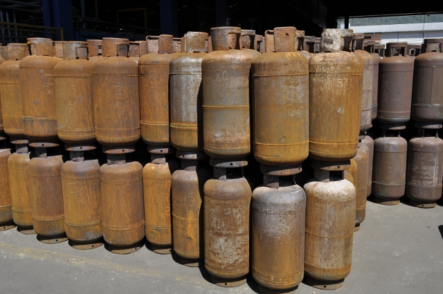 PDVSA's 'Gas Comunal' program also collects and recycles used at-home gas tanks which rust and become a safety hazard to the general public (YVKE Radio Mundial).