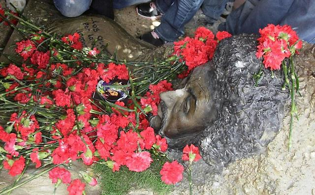 Red carnations on Primera's grave