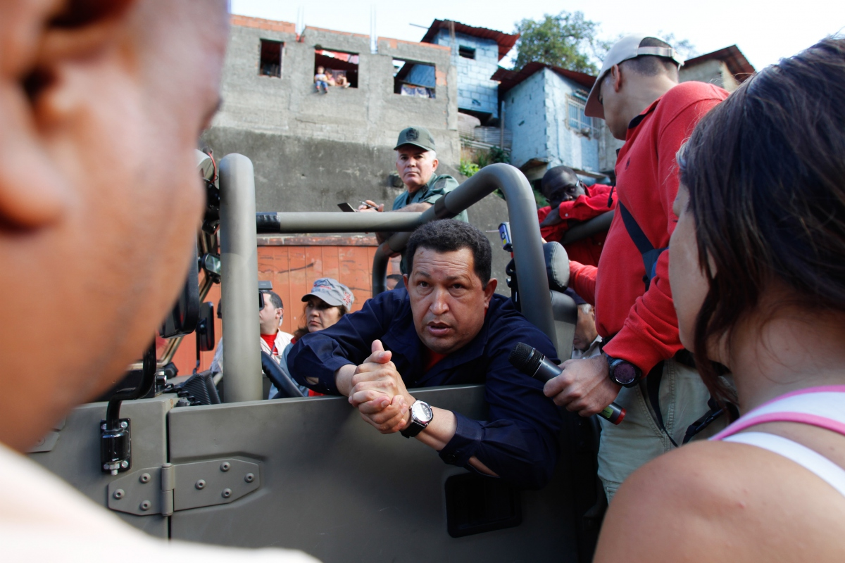 President Chavez leads the caravan in Caracas on Saturday (AVN)