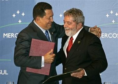 Venezuelan President Hugo Chavez and former Brazilian President Luiz Ignacio 'Lula' da Silva during a 2009 MERCOSUR Summit (Archive).