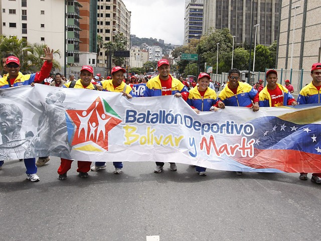 Pro-government university students march to the Caracas neighborhood of Los Chaguaramos (AVN)