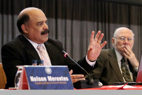 Nelson Merentes, President of the Venezuelan Central Bank (left) and Jorge Giordani, Venezuela's Minister of Planning and Finance (right) during a press conference on 3 May 2011 (Correo del Orinoco).