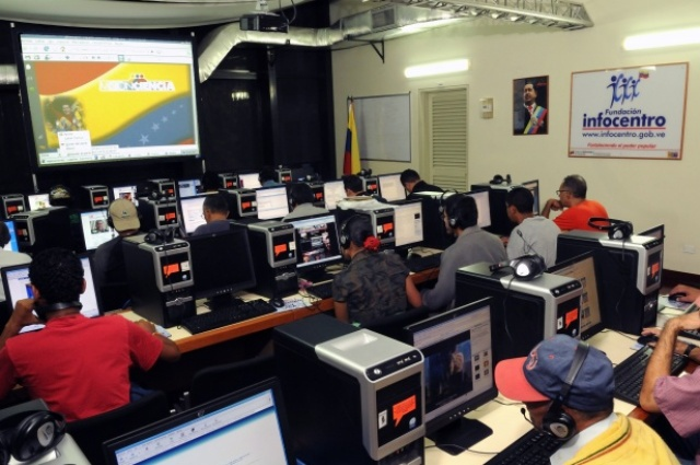 One Of The Numerous InfoCentros Made Available To Venezuelan People Through Joint Projects Between Organized