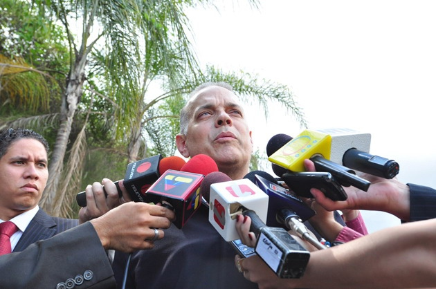 Right-wing opposition spokesperson Alejandro Peña Esclusa on his release from prison 20 July 2011 (entornointeligente).