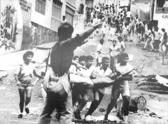 "People taking to the streets during Venezuela's ""Caracazo"" uprising (Achive)"