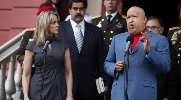 Venezuelan President Hugo Chávez with UNASUR Secretary General María Enma Mejía (AVN).