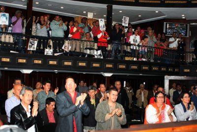 Legislators and families of victims sang Venezuela's national anthem as the law was passed (teleSUR)