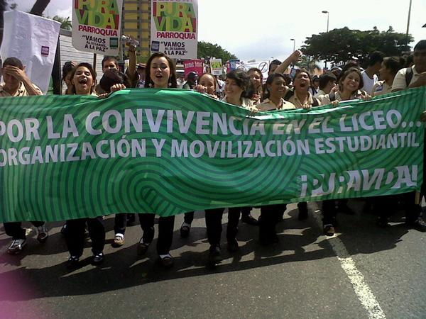 Thousands of youth participated in the march (Comisión Desarme)