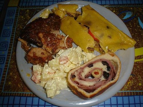 The obligatory traditional Venezuelan Christmas meal: hallaca, ham bread, potato salad, and meat (Encontrate)