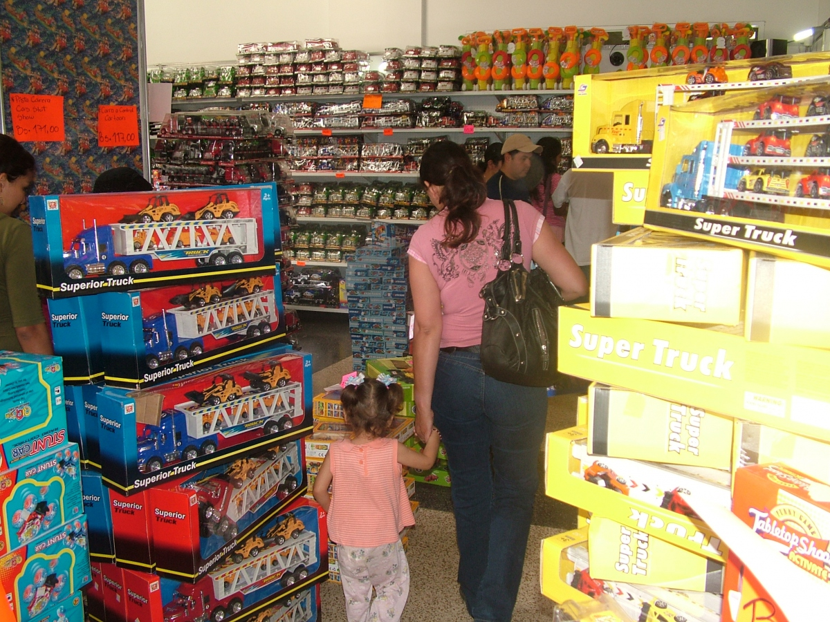 """The contradictions: This """"Socialist gift fair"""", organised by PSUV Merida governor Marcos Diaz, sold dolls, barbies, trucks, cars, and television screens at somewhat discounted prices (Tamara Pearson/ Venezuelanalysis.com)"""