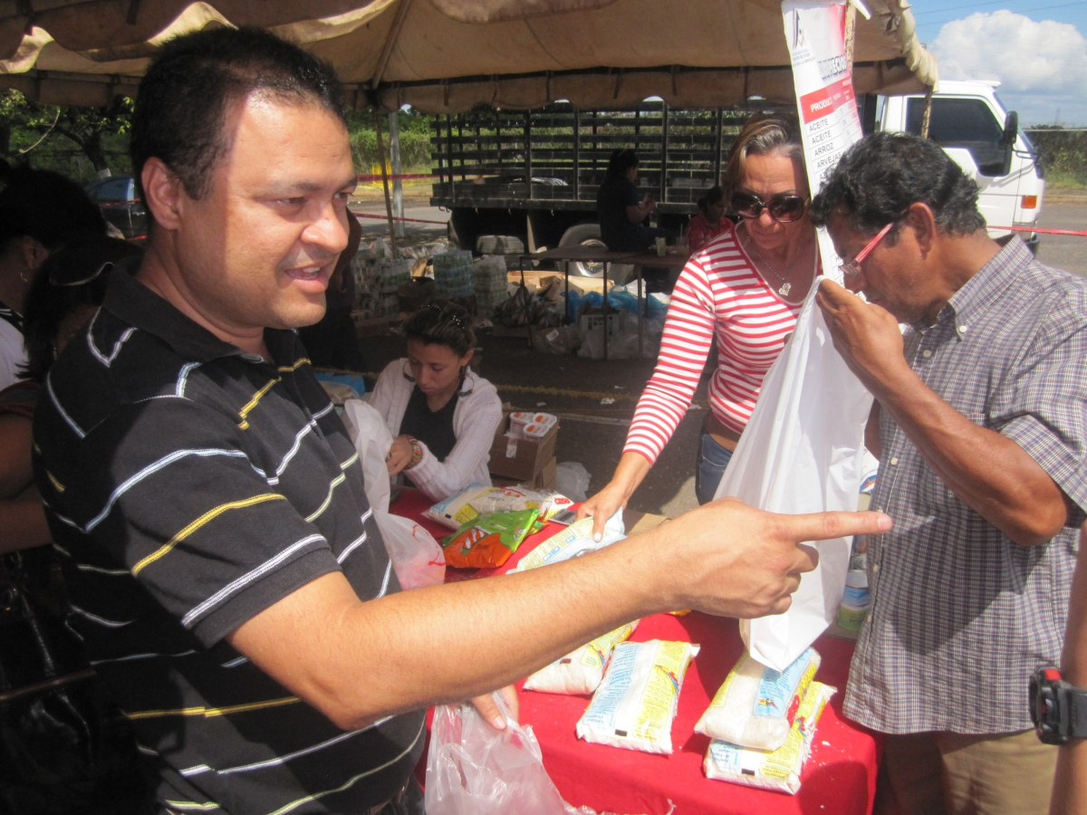 Mercal at the Christmas fair of state iron ore extraction company Ferraminera. Workers and community members can buy food and toys at discount, recieve ID cards, and a host of other services provided by the social fund of the state company (Ewan Robertson/Venezuelanalysis.com)