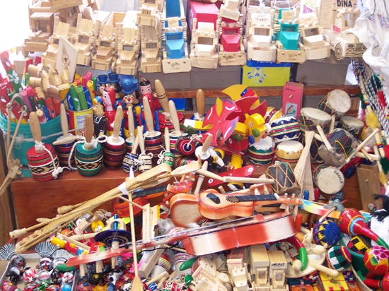 Traditional Venezuelan toys for sale at cheaper prices, by their creators, at a PDVSA sponsored Christmas fair in Caracas (Noticiero Cultural)