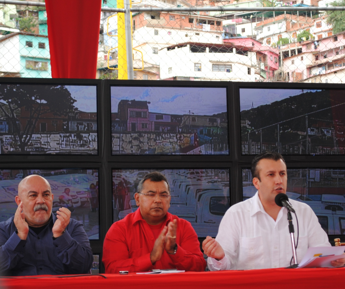 Tareck El Aissami (far right), Minister of Justice and Internal Affairs, announced the creation of a new criminal investigation service. 