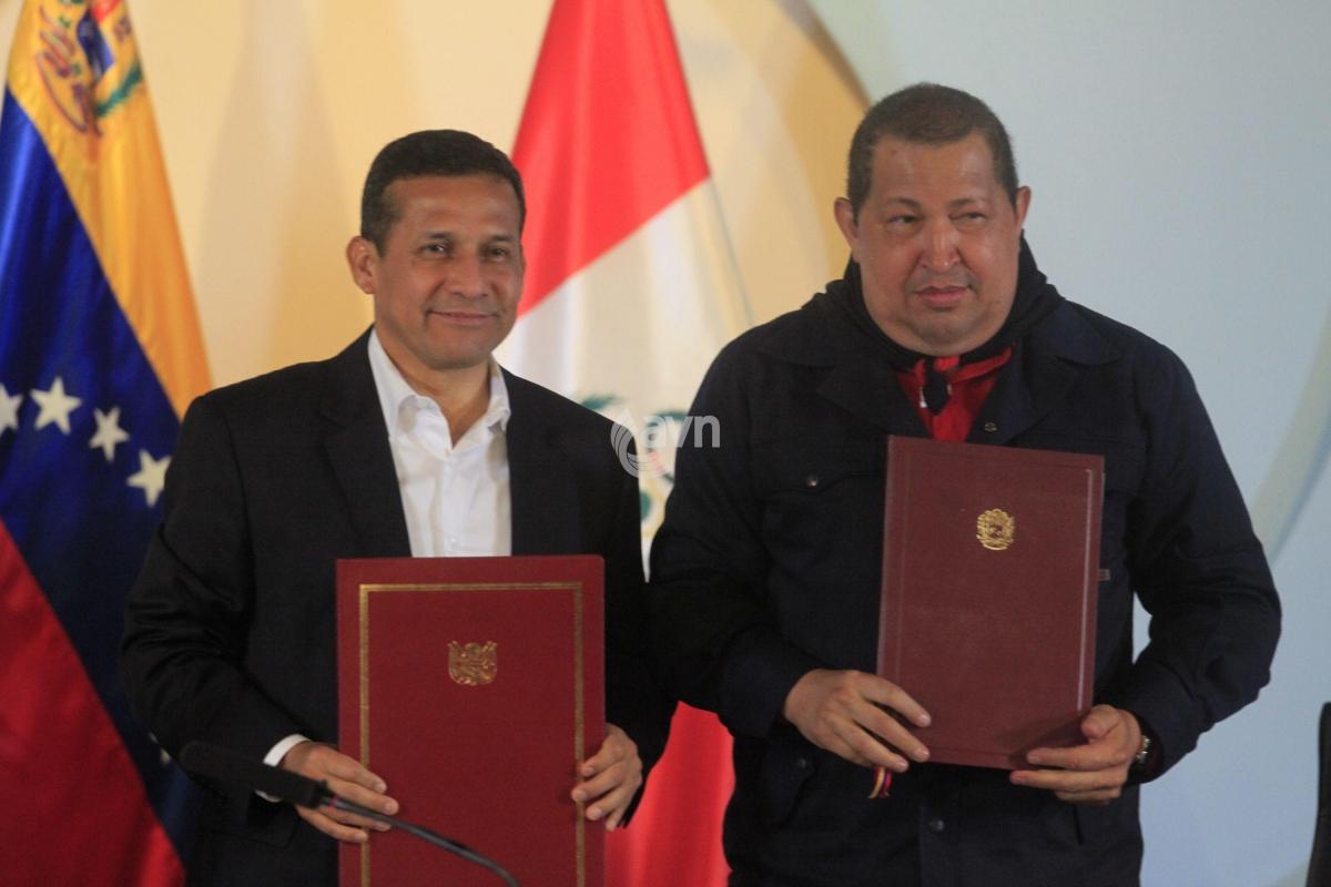 Peruvian President Ollanta Humala (left) and Venezuelan President Hugo Chavez (AVN)