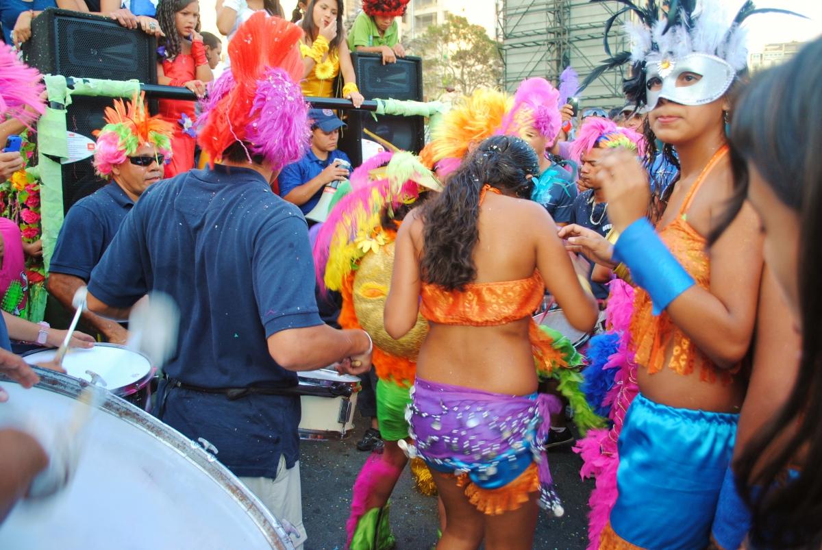 Traditional Venezuelan tambor music and dancing (Rachael Boothroyd - Venezuelanalysis)