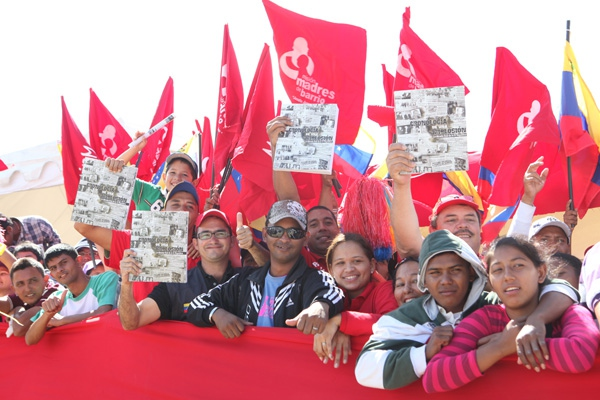 Some of the young people in La Victoria on Sunday (Prensa Presidencial)