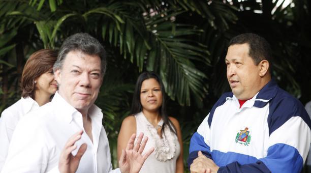 Colombian President Juan Manuel Santos (left) with Venezuelan President Hugo Chavez (AVN)