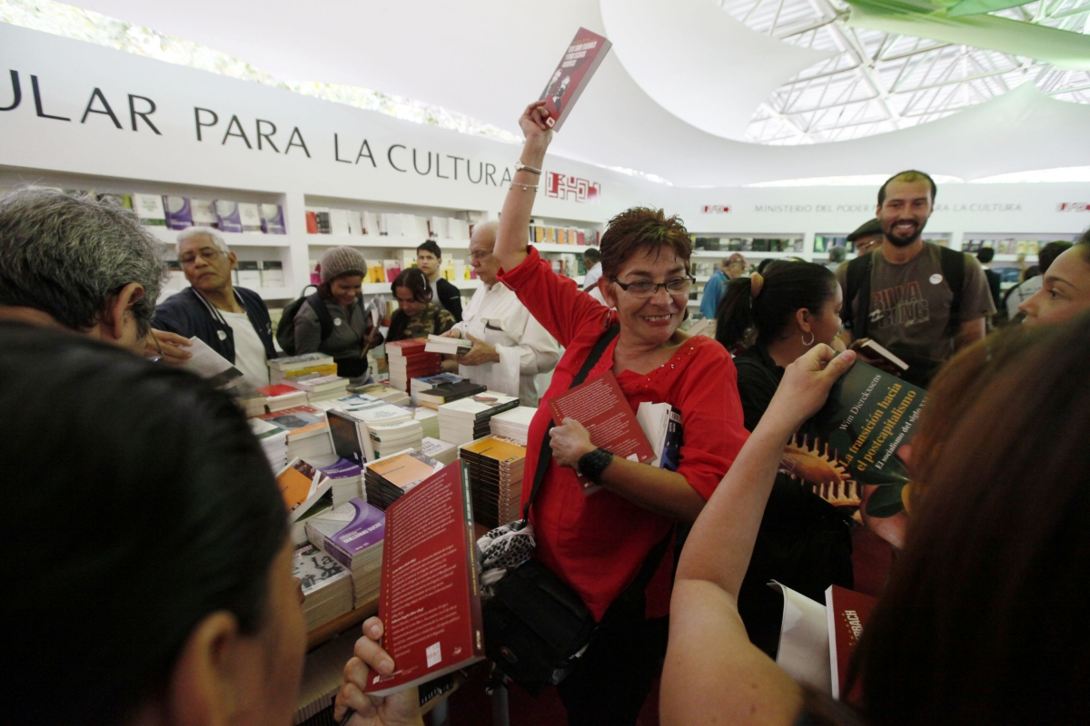 People bought over 75,000 books in Caracas alone (AVN)