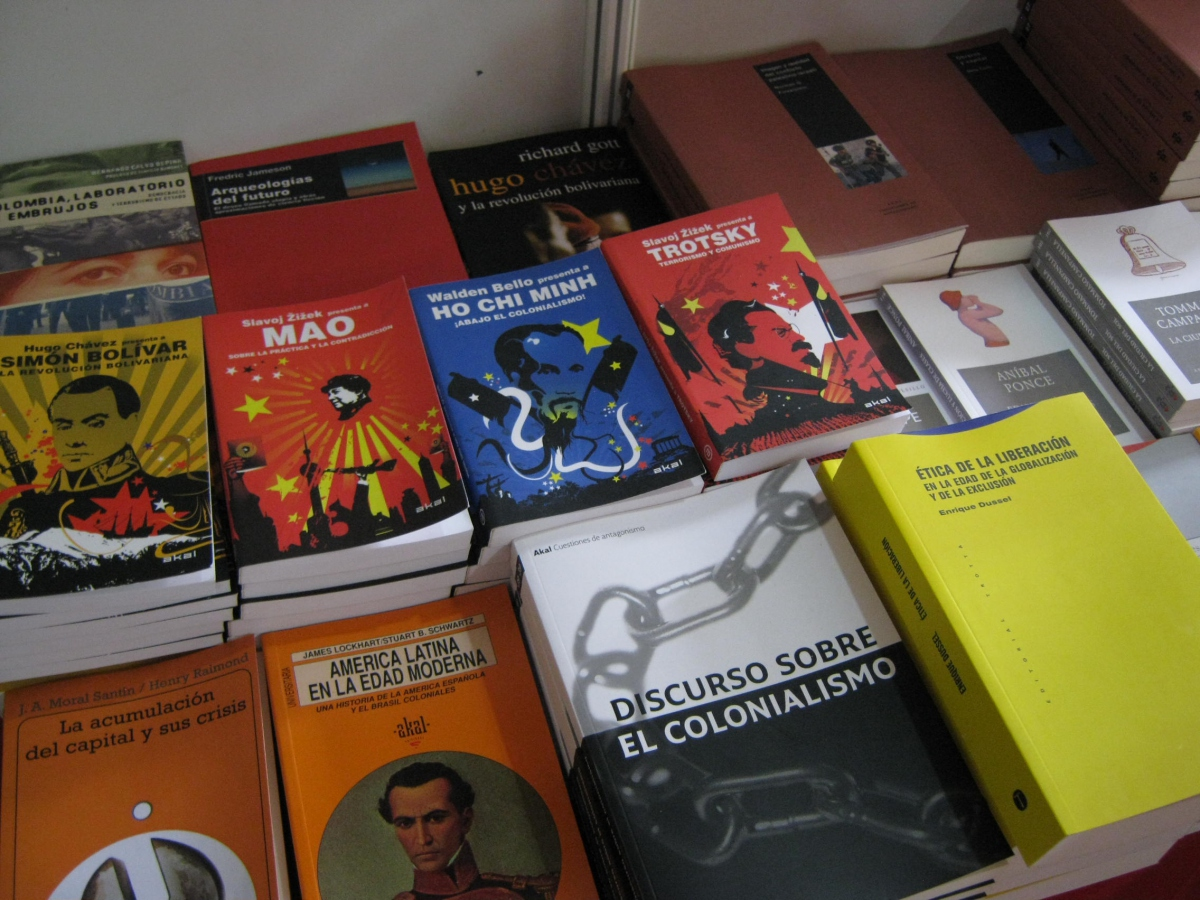 The revolutionary and independence classics were also available, as well as titles in the foreground relating to capital accumulation, modern Latin America, colonialism, and the ethics of liberation  (Franklin Rosales)