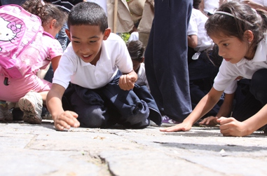 Children participating in seed gathering (MIAMB)