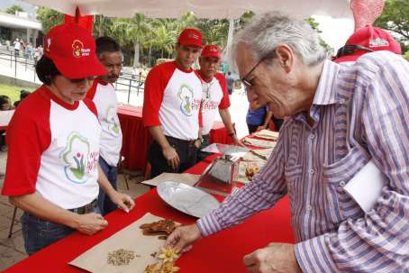 Environment minister Alejandro Hitcher examining samples of seeds in Francisco de Miranda National Park during a national seed gathering day on World Earth Day, 22 April. (AVN)