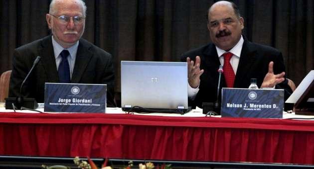 Venezuelan planning and finance minister Jorge Giordani (right), with Venezuelan Central Bank president Nelson Merentes. (AVN)
