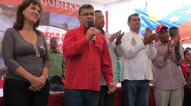 Venezuelan Vice President Elias Jaua (centre) announced the construction of the Haier Venezuela factory yesterday (AVN).