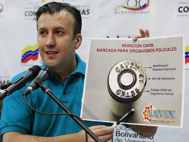 Venezuelan Minister of Justice and Interior Relations Tareck El Aissami yesterday presented the progress of the Presidential Commission on Disarmament's first year in existence. Here he shows how the ammunition will be marked (AVN).