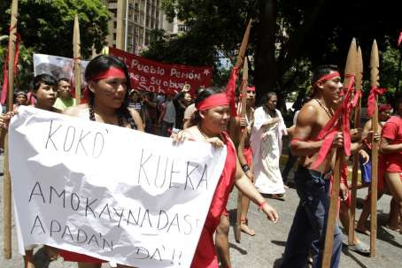 Members of several Venezuelan indigenous communities marched with the Pemon ethnic people on Thursday to demand the return of the spiritual Kueka Stone. (AVN)