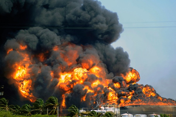 The fires resulting from the gas explosion at the Amuay refinery last Saturday have now been extinguished (informecifras.com).