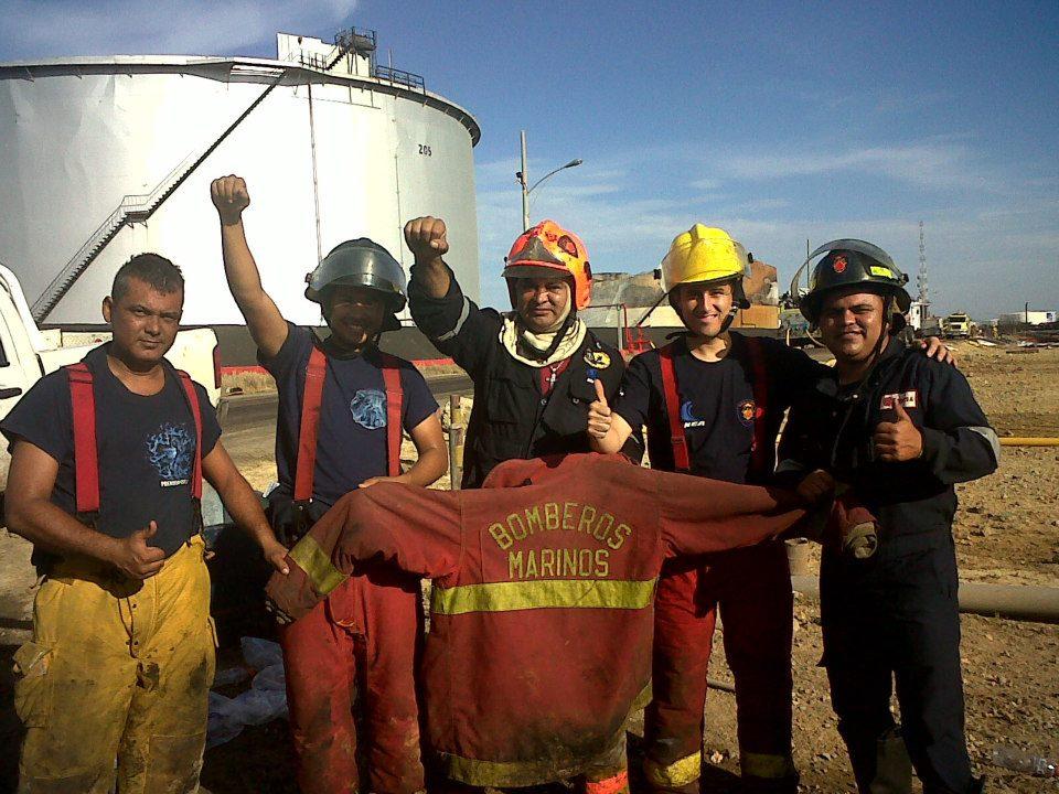 "Venezuelan firefighters have been branded ""heroes"" (YVKEmundial)"