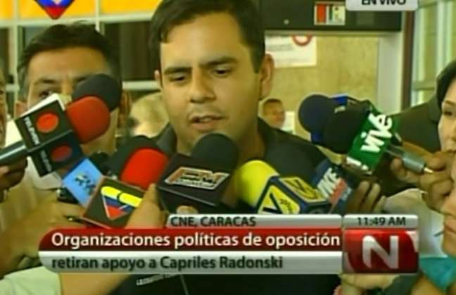 Leonardo Chirinos announced that his party and three others would withdraw their support for opposition candidate Henrique Capriles to the press yesterday (VTV).