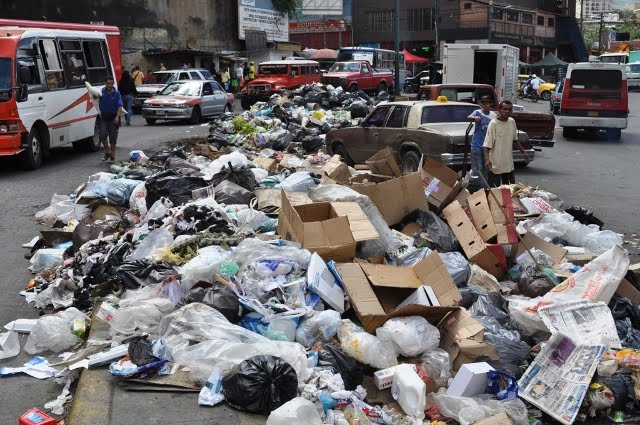 Rubbish in Petare (Patria Grande)