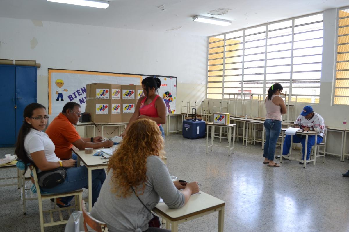 Inside a voting booth, Gabriela Mistral School, in 23 de Enero barrio, Caracas (Ryan Mallet-Outtrim)