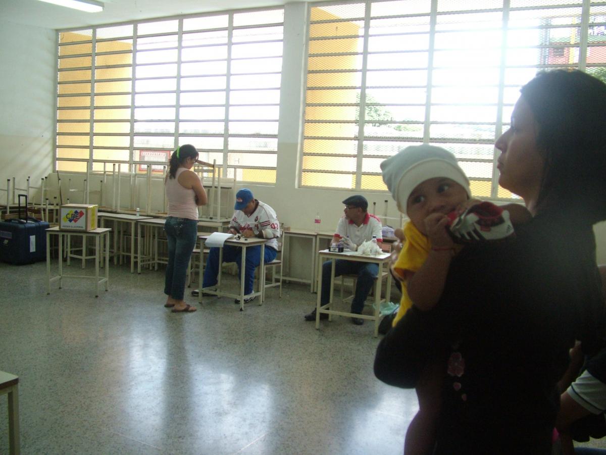 A voting booth in 23 de Enero, Caracas (Tamara Pearson/ Venezuelanalysis.com)