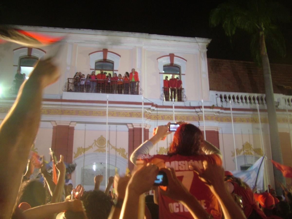 Chavez's victory speech on Sunday night (Tamara Pearson/ Venezuelanalysis.com)
