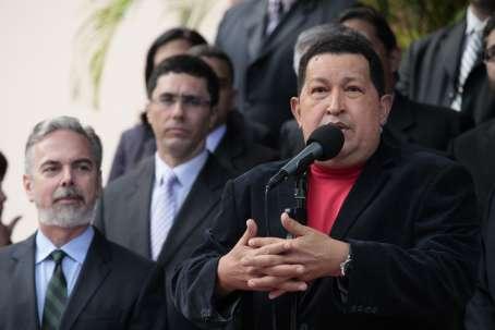 Venezuelan president Hugo Chavez met the Brazilian foreign minister, Antonio Patriota (left), last Thursday(AVN)