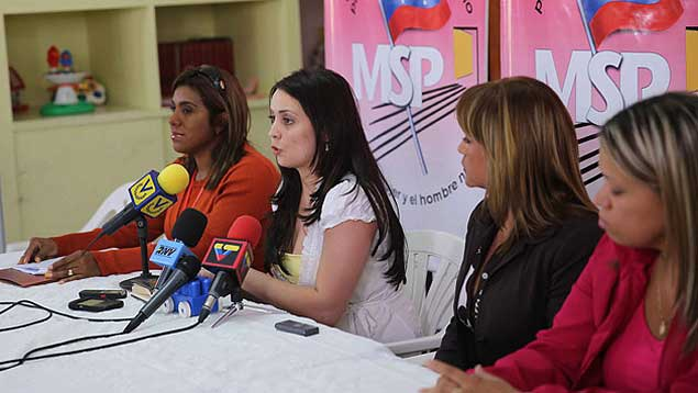 Officials from the Ministry of Prison Services held a press conference to refute the allegations (Prensa MPPSP)