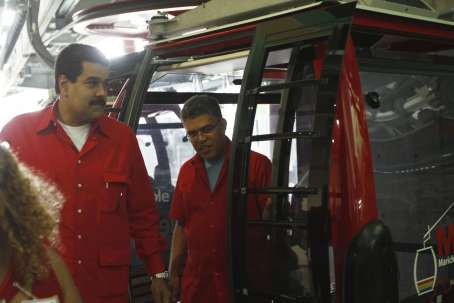 Current vice-president Nicolas Maduro (left), with PSUV candidate for Miranda state, Elias Jaua, at the inauguration of the Metrocable (AVN)