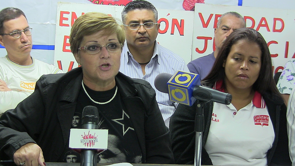 Marcela Maspero (centre, left) and other union leaders expressed fury over the violent dispersal of a worker protest last week (Aporrea)