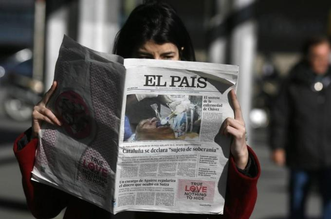Spanish  newspaper El Pais retracted its online and print editions after publishing on its front page a fake photo of Chavez using a breathing tube [Reuters]