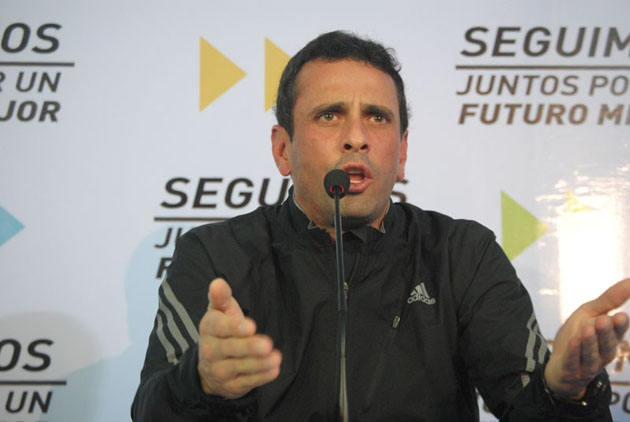 Henrique Capriles at a press conference following Wednesday's Supreme Court decision (Photo: Juan Carlos Neira)