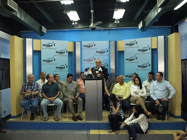 Members of the opposition coalition MUD (Mesa de la Unidad Democática) at a press conference on Monday