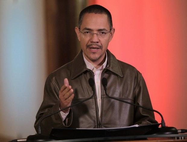 Venezuelan minister of communication, Ernesto Villegas, read out the official announcement yesterday (VTV)