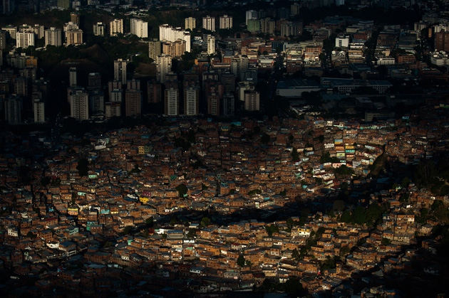 Caracas at night (Photo: Leo Ramírez/AFP)