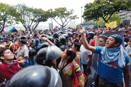 Police separated opposition and pro-government students a few blocks away from the CNE's headquarters (AFP)