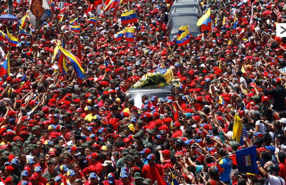 Hundreds of thousands have gathered in Caracas to pay homage to Hugo Chavez (AVN)