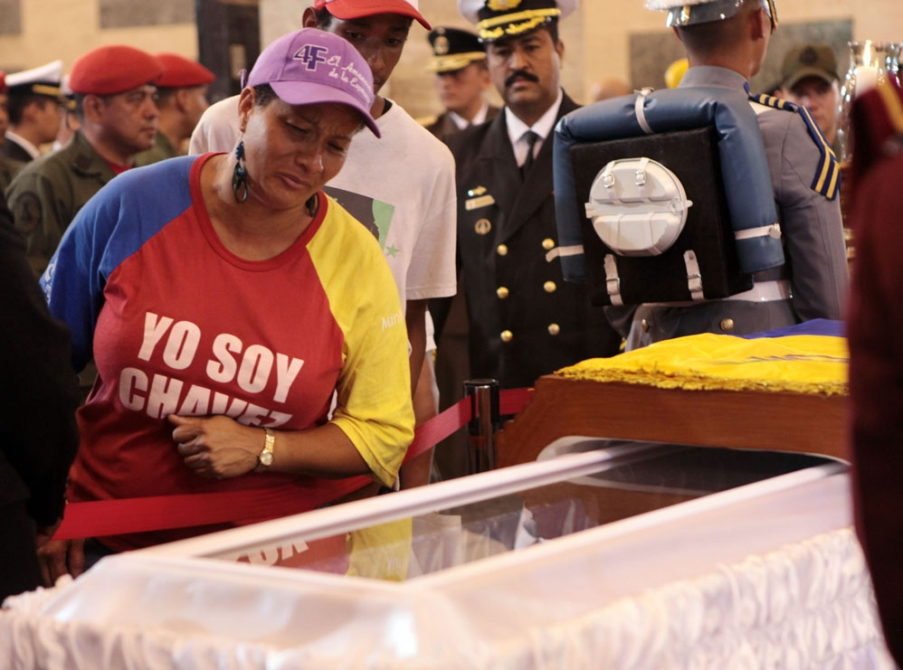 Tens of thousands of Venezuelans pass through the Military Academy to pay their final respects to Venezuelan President Hugo Chavez (Efrain Gonzalez / Prensa Miraflores)
