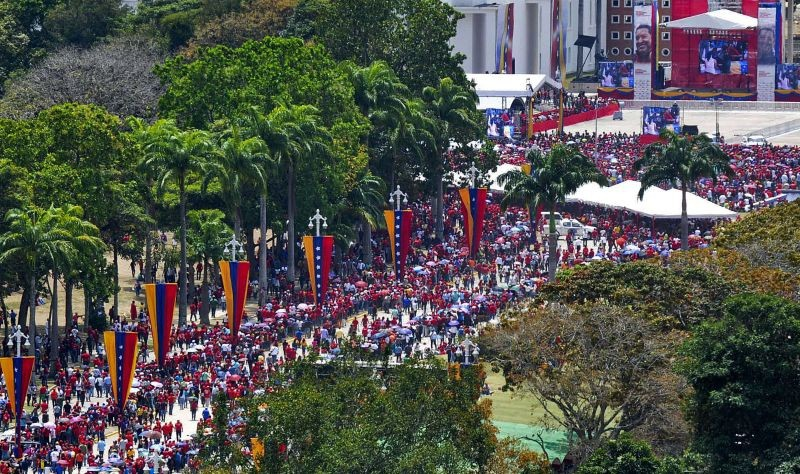 The queue to see Chavez stretched for kilometers (AFP / El País Digital)